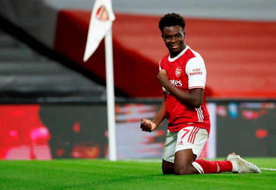 LONDON, ENGLAND - DECEMBER 26: Bukayo Saka of Arsenal celebrates after scoring his team's third goal during the Premier League match between Arsenal and Chelsea at Emirates Stadium on December 26, 2020 in London, England. The match will be played without fans, behind closed doors as a Covid-19 precaution. (Photo by Andrew Boyers - Pool/Getty Images)